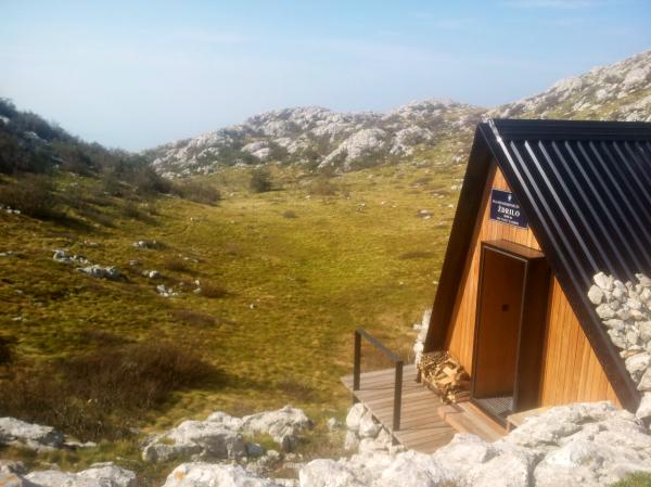 Bivakhut in Noord Velebit Nationaal Park, Kroatië