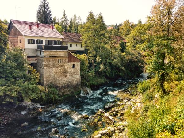 Watermolendorpje Rastoke, Slunj in Lika, Kroatië